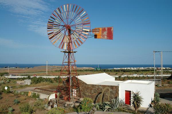 Molino típico canario en Las Puntillas
