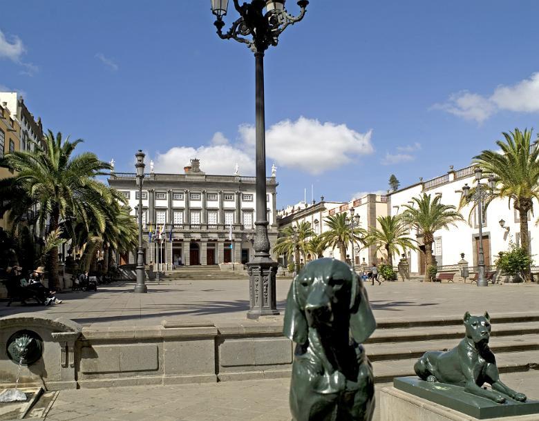 Plaza de Santa Ana y las Casas Consistoriales