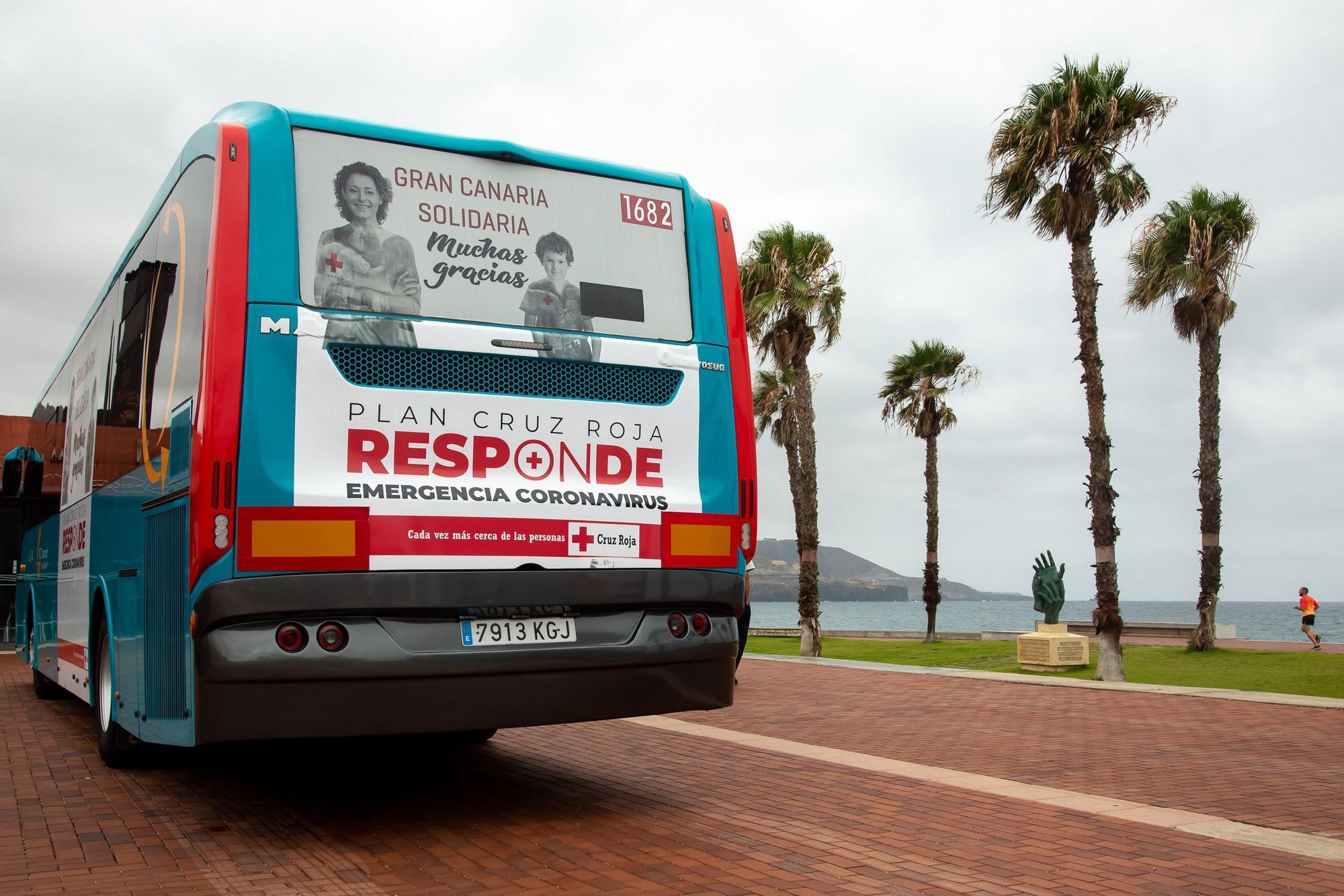 Imagen de la campaña en la parte trasera de una de las guaguas.